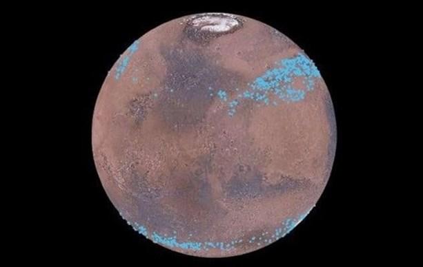 Марс имеет полярные ледяные шапки и ледники
