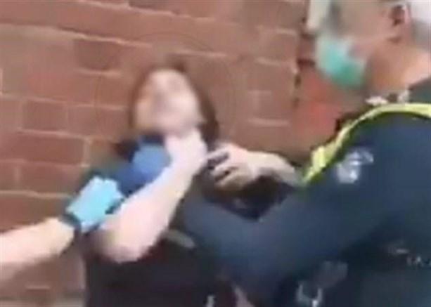 Полицейские задушили и ударили женщину за то, что она не была в маске
