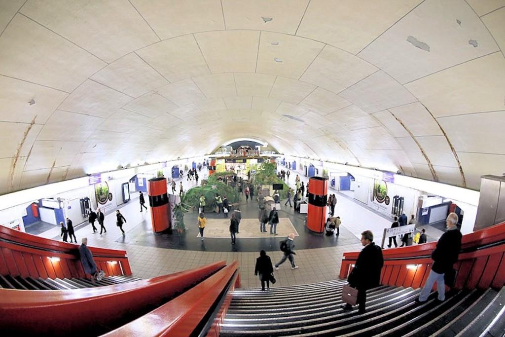 оригинальное метро в Париже