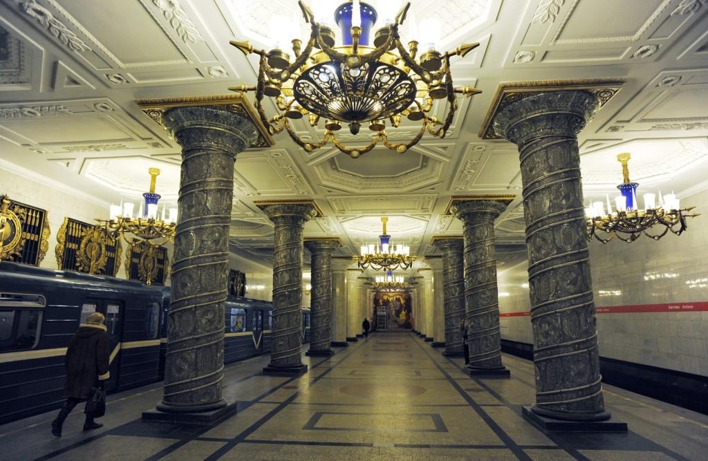 фото метро в Питере