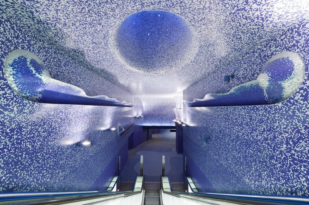 фото метро в Италии, в Неаполе
