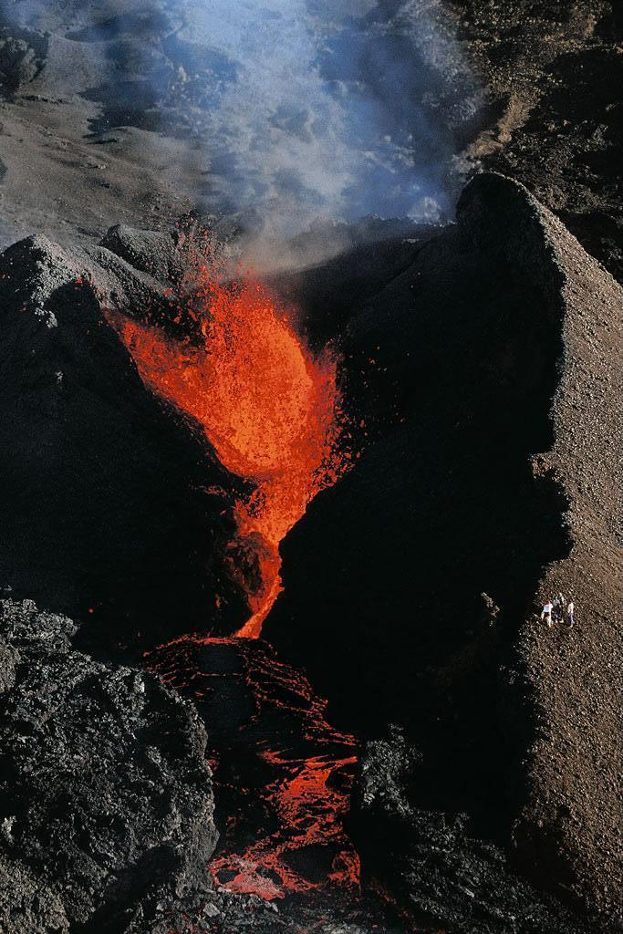 активный вулкан на острове