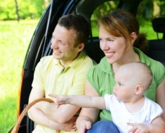 1-couple-baby-car_30805324_SMALL