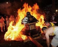 1-portable-shrine-thrown-in-flames
