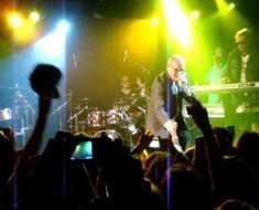 Топ-10 случаев, когда музыканты теряли хладнокровие на сцене