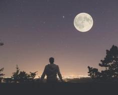 1a-man-looking-at-moon-810130030