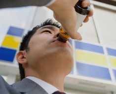 1b-japanese-man-drinking-energy-drink-480311067