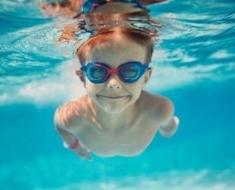 1b-swimming-523689292